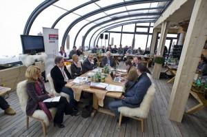 Im neuen Wintergarten der Hohen Mut Alm ging der Tourismusgipfel 2010. über die Bühne. Foto: promedia/Pichler