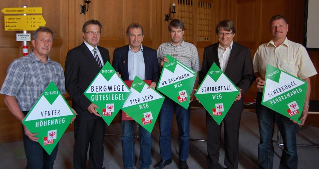 Vertreter von Ötztal Tourismus erhalten die Verlängerung des Bergwege-Gütesiegels 2011 bis 2015.