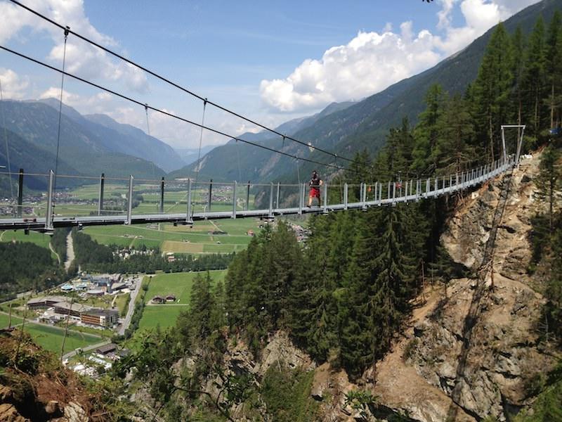 Neue Hängebrücke im Ötztaler Ort Längenfeld