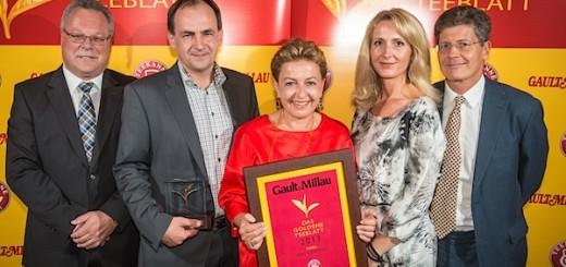 """Goldenes Teeblatt für """"Das Central"""" in Sölden."""