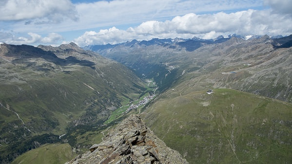Der Blick vom Gipfel Richtung Obergurgl.